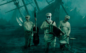 tigerlillies_in_the_surf_mark_holthusen